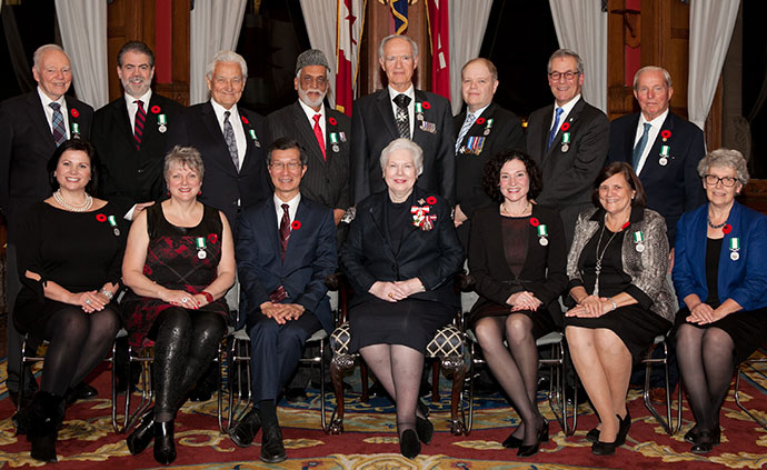 The 2014 recipients of the Ontario Medal for Good Citizenship with the Honourable Elizabeth Dowdeswell, Lieutenant Governor of Ontario (centre), and Michael Chan, Minister of Citizenship, Immigration and International Trade.